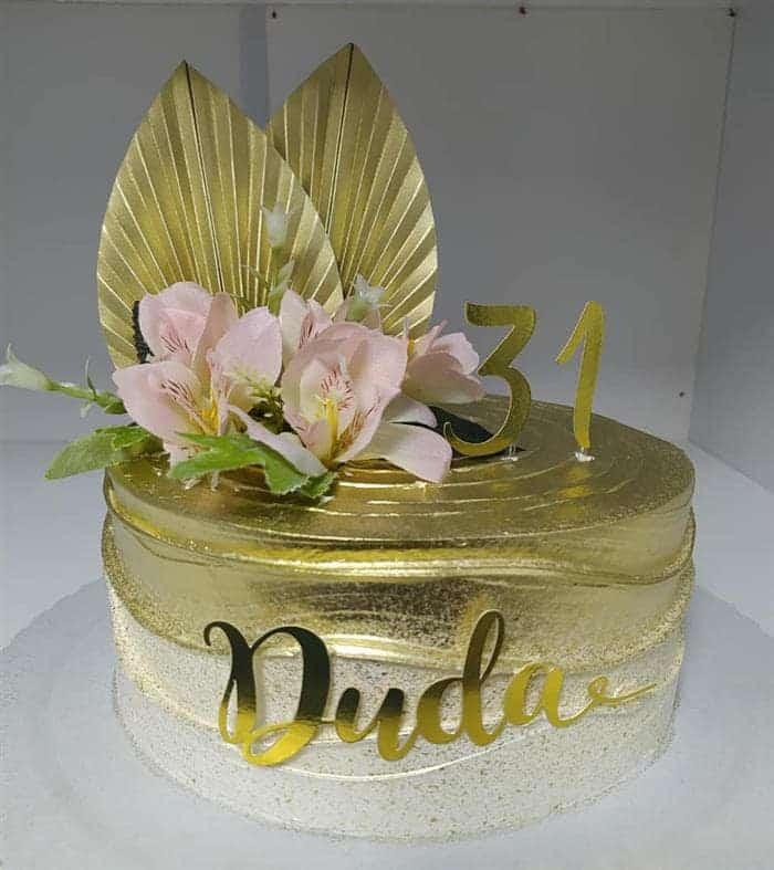 bolos decorados com flores artificiais