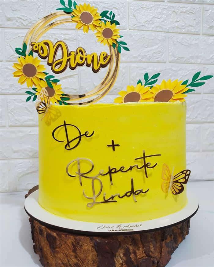 bolos decorados com flores de papel