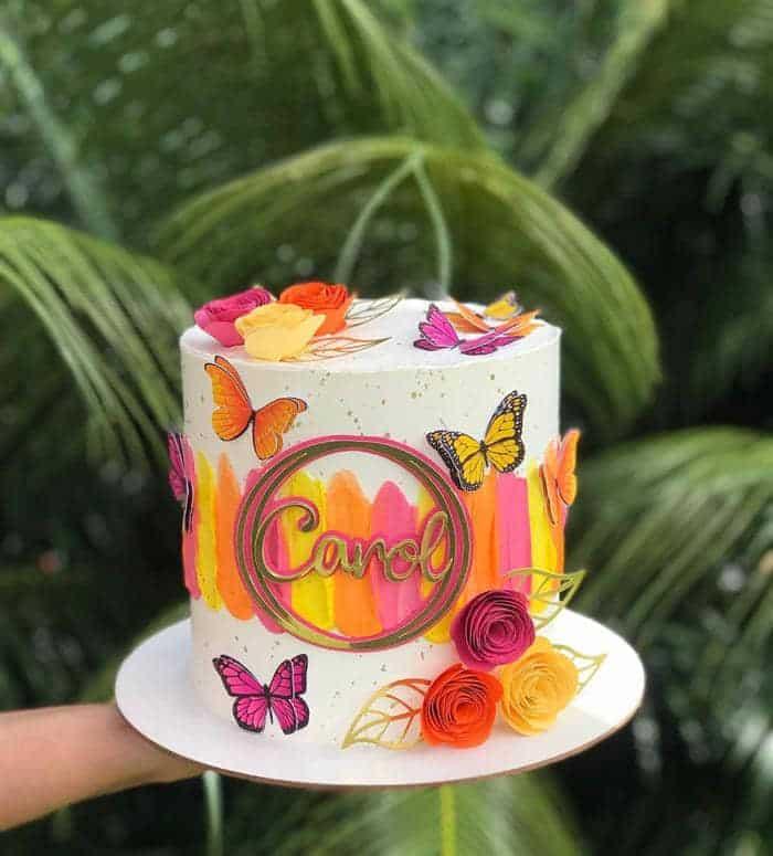 bolos decorados com flores e borboletas